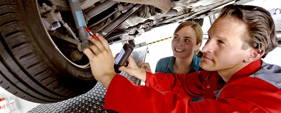 Fahrzeugbewertung Gebrauchtwagen Kundin
